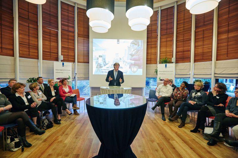 Van Rijn lanceert breed plan voor kwaliteit zorg in verpleeghuizen